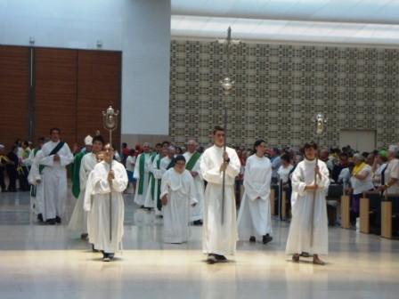 Procissão de Entrada na Igreja da Santíssima Trindade