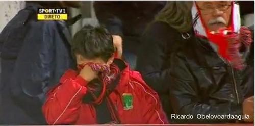 Criança Benfiquista chora após empate em Vila do Conde