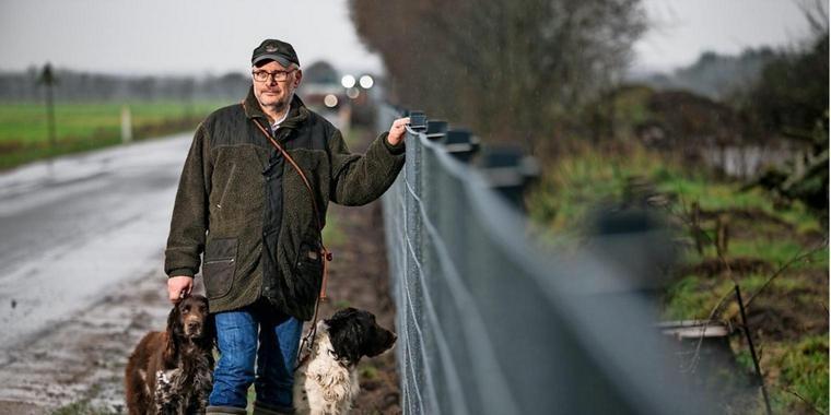 Fronteira Dinamarca homem com cão.jpg