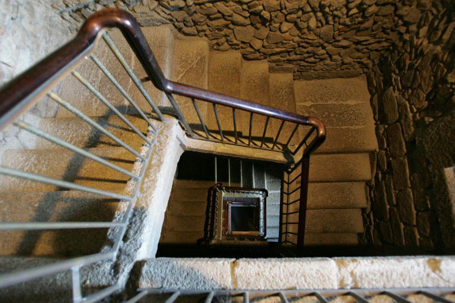 Escadas interiores da Torre de Hércules.jpg