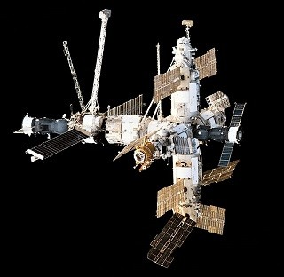 800px-Mir_Space_Station_viewed_from_Endeavour_duri