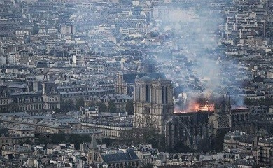 4seep6f_notre-dame-cathedral-fire-paris-france-afp