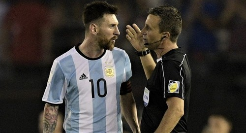 170328155600-messi-referee-exlarge-169.jpg