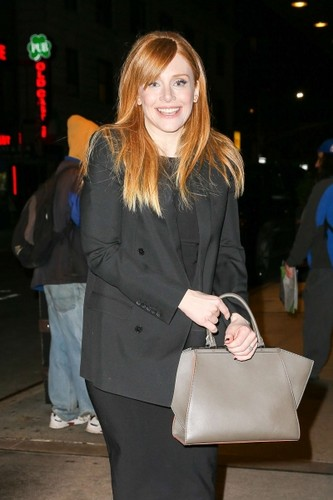 normal_Bryce-Dallas-Howard_-Leaves-The-Tonight-Sho
