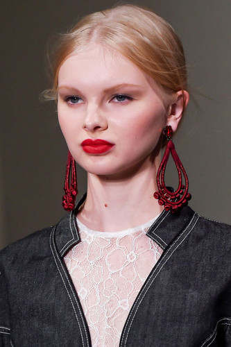 Big-Earrings-Oscar-de-la-Renta.jpg