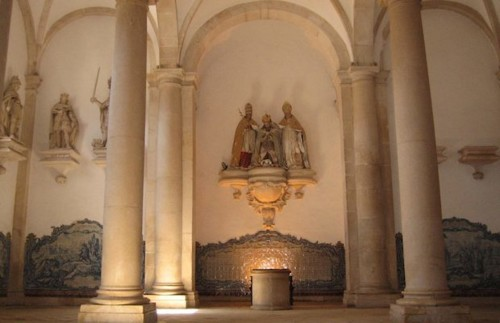 sala-dos-reis-no-mosteiro-de-alcobaca[1].jpg