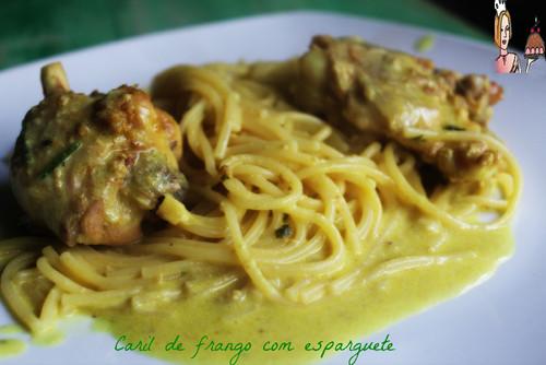 Caril de frango com esparguete