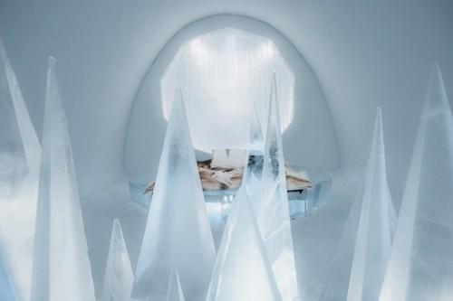ICEHOTEL-2017-art-images-designboom-06.jpg