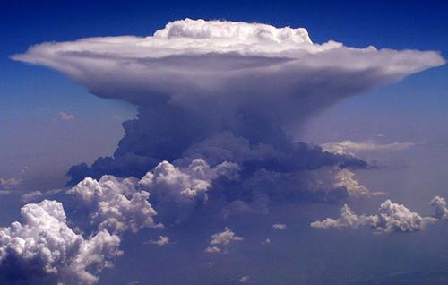 Formação de uma cumulonimbos.jpg