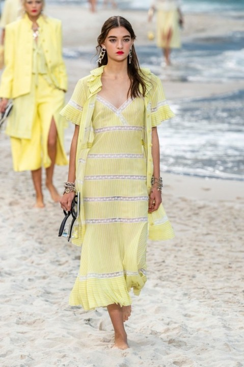 39-chanel-srping-summer-2019-beach-set.jpg