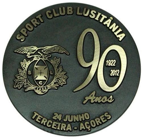 A medalha comemorativa dos 90 anos do Lusitânia...