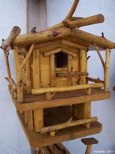 Casa para pássaros com muito detalhe