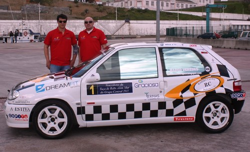 Com as novas cores do Citroen Saxo Cup...