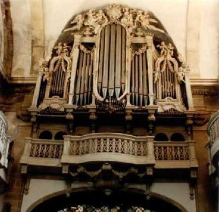 Mosteiro de Lorvão. órgão.jpg
