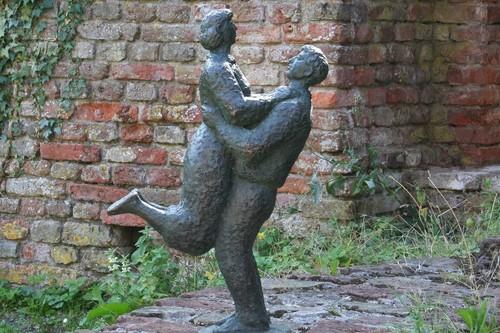 Embrace-Mariekekoene.jpg