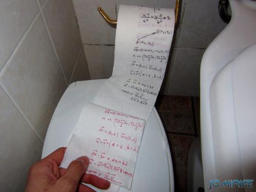 Papel higiénico com fórmulas de matemática [en] Toilet paper with math formulas