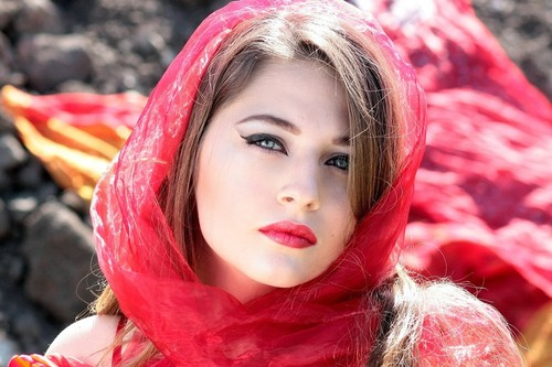 Girl-AdinaVoicu.jpg