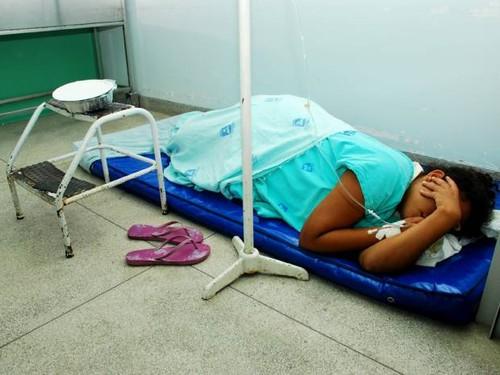 paciente-no-chao_alagoas.jpg