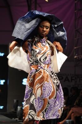 Vestido por Tina Souvenir