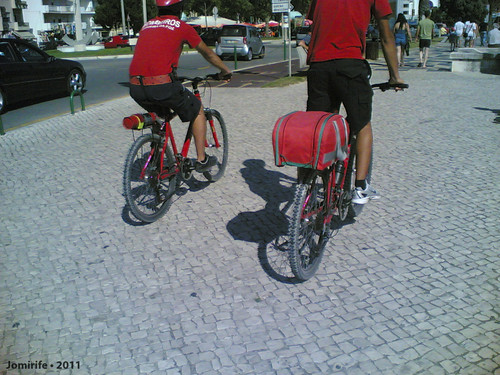 Bombeiros andam de bicicleta pela Figueira da Foz