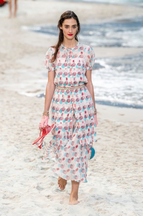 37-chanel-srping-summer-2019-beach-set.jpg
