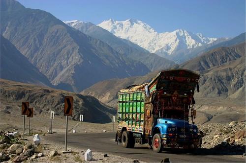 Karakoram_Highway_pakistan.jpg