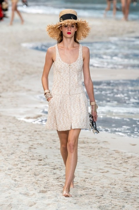 46-chanel-srping-summer-2019-beach-set.jpg