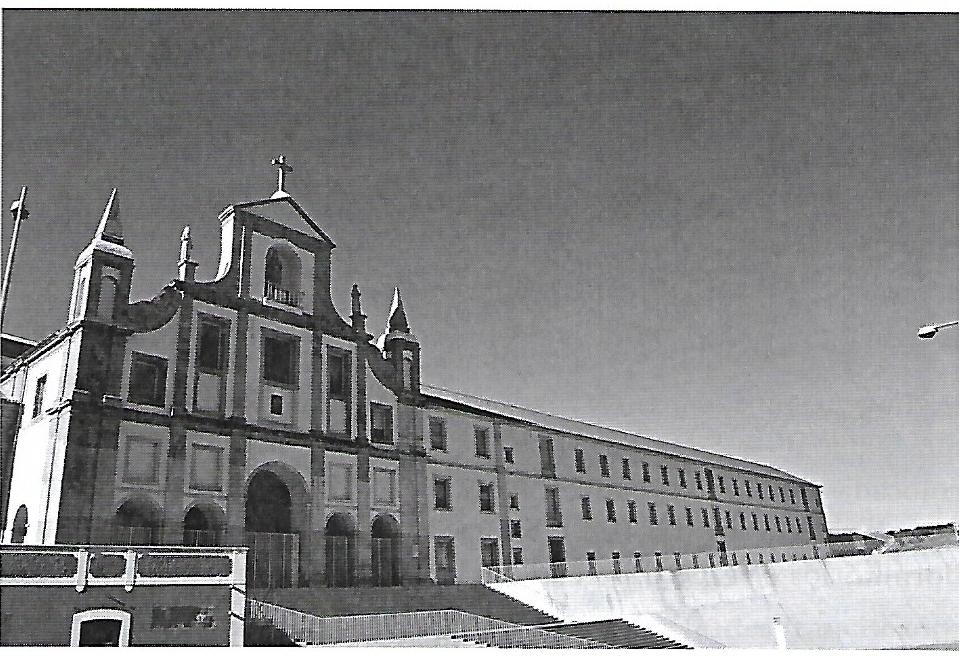 Fachada principal do convento.jpg