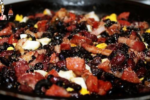 Feijão preto ao alhinho com pancetta