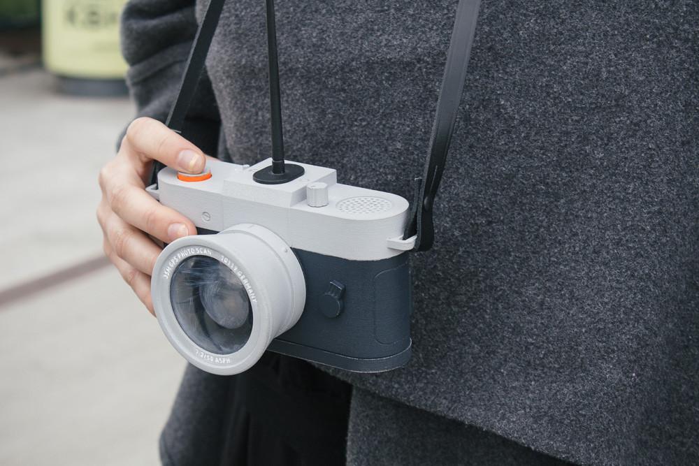 restricta-camera[1].jpg