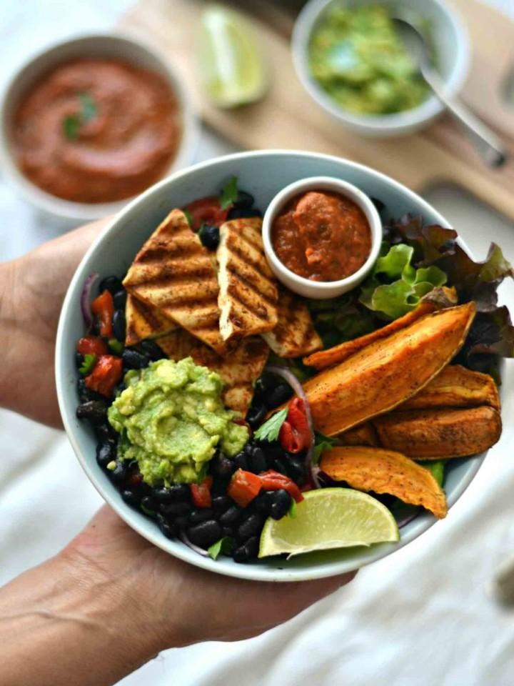 salada-de-feijao-preto-vegetais-grelhados-e-um-mol