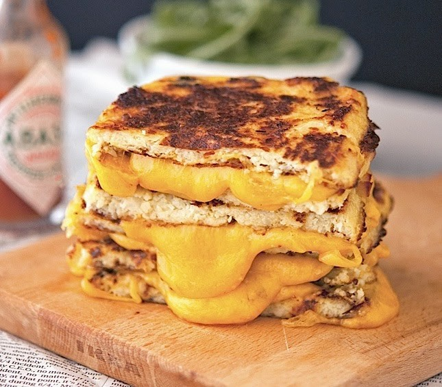 Cauli Crust Grilled Cheese (4).jpg
