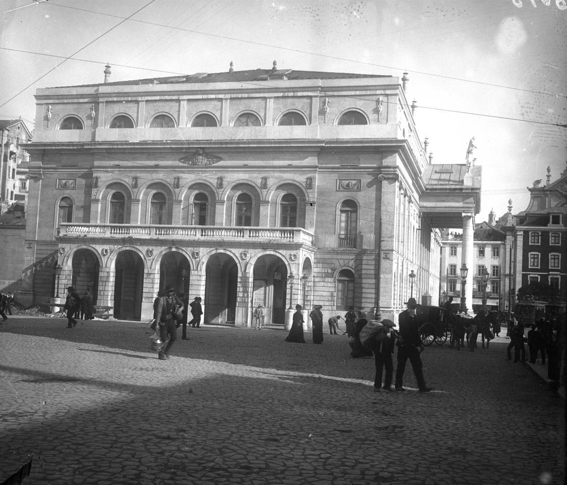 Teatro Nacional Dona Maria II, fachada lateral na