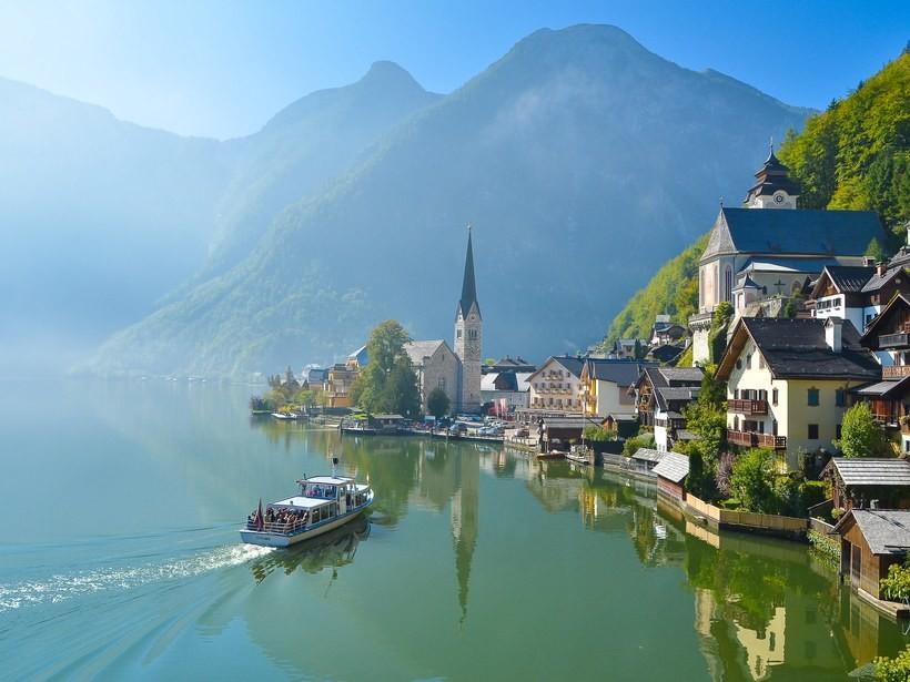 romantic-towns-Hallstatt-GettyImages-475757716.jpg