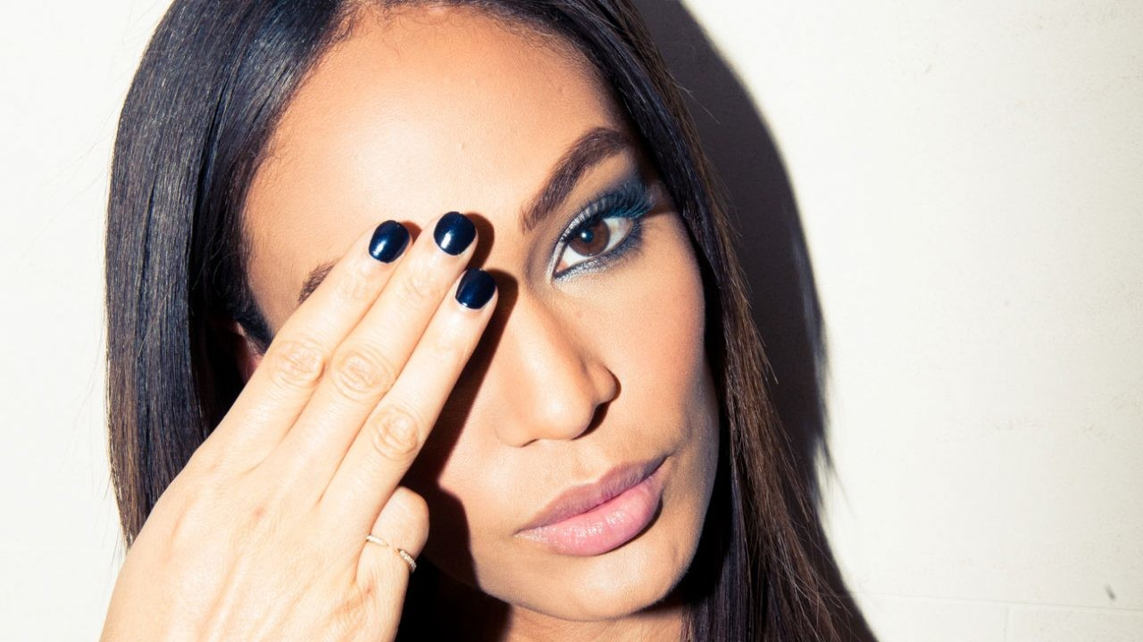 Estee_Lauder_Joan_Smalls-69-growing-out-brows-prod