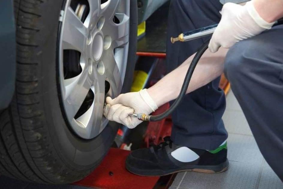 verificar-pressao-de-ar-nos-pneus.jpg