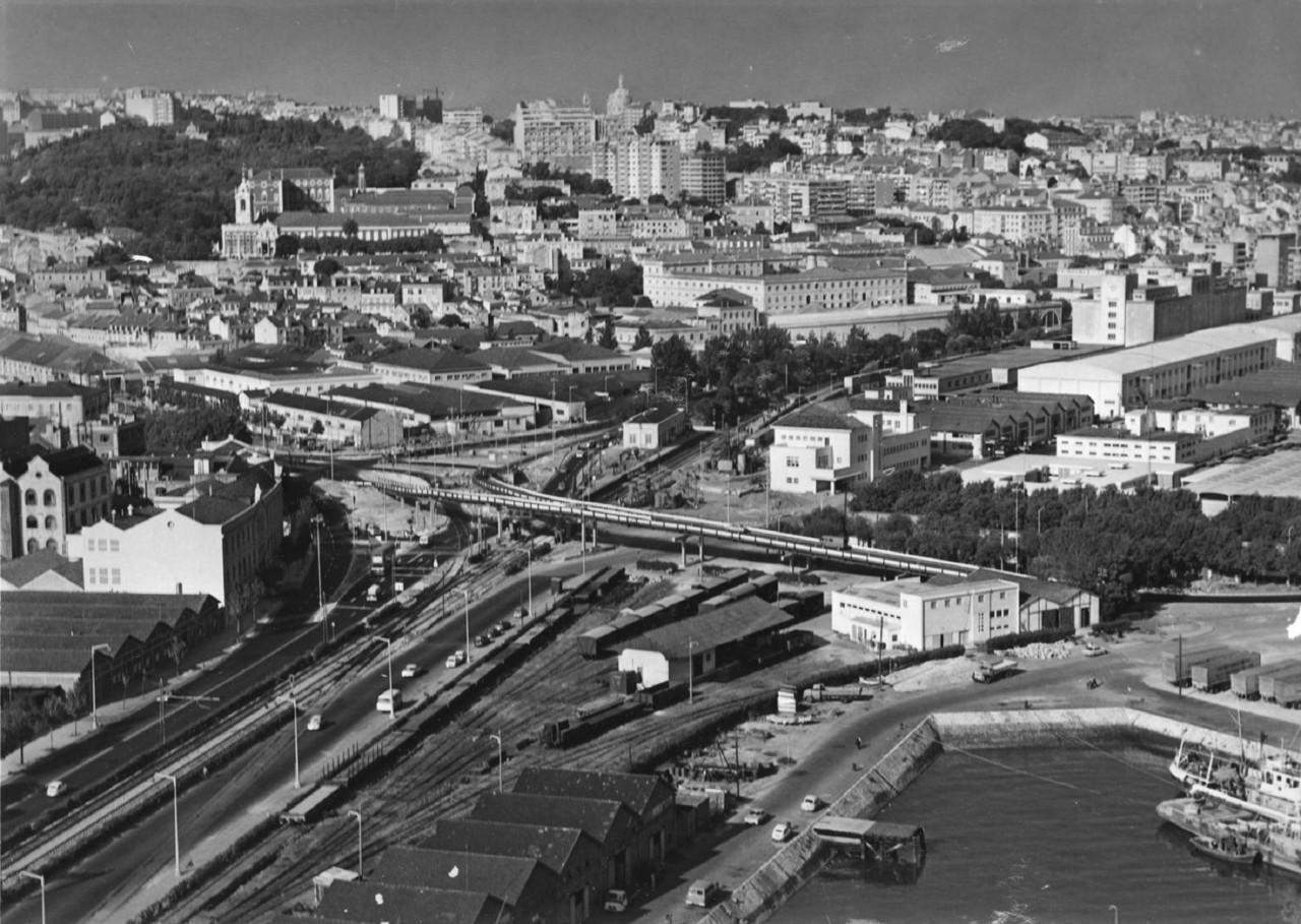 Fotografia aérea da zona do Viaduto de Alcântara
