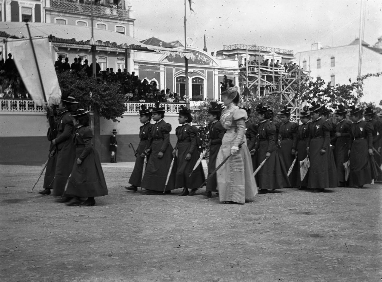 O cortejo na Avenida, 1898, foto de L4.jpg