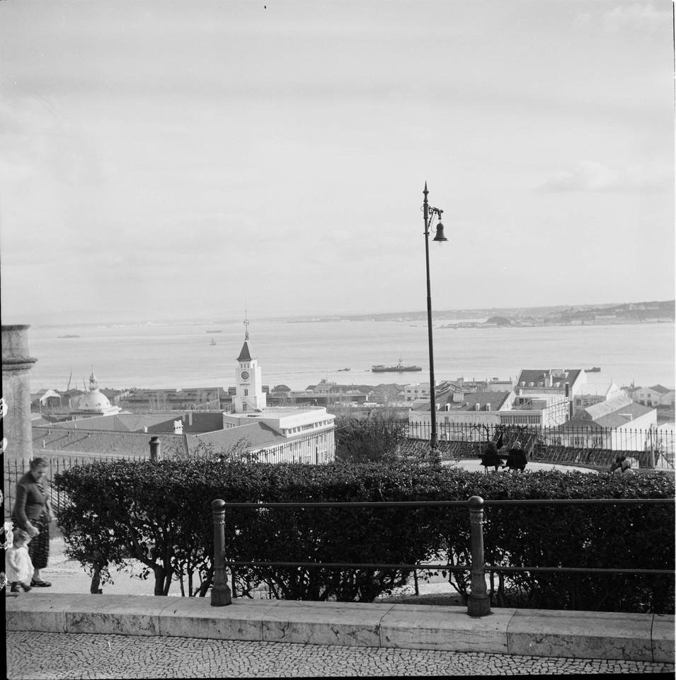 Miradouro de Santa Catarina, 1959, foto de Fernand