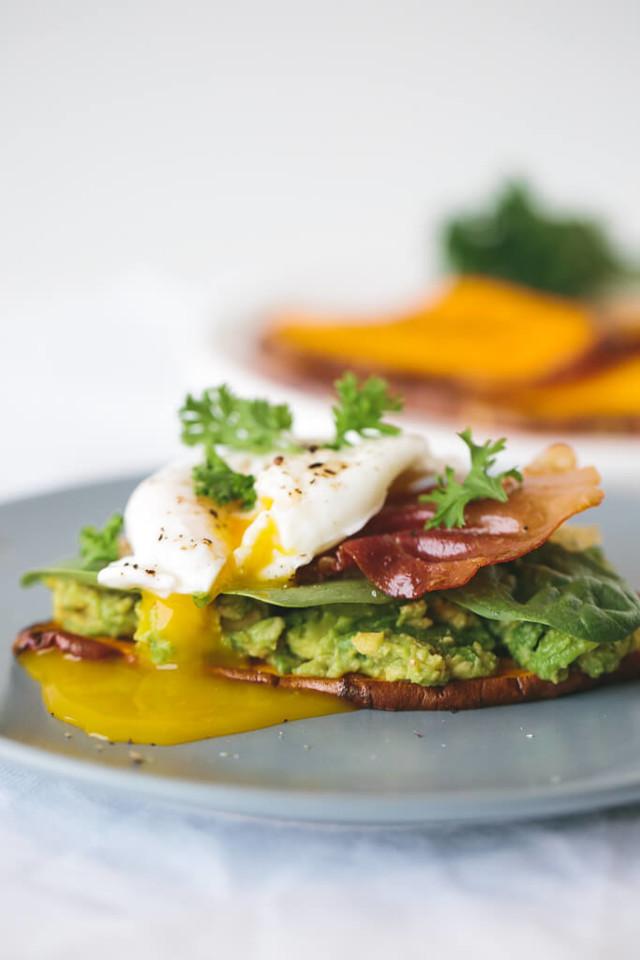 sweet-potato-toast-with-avocado-spinach-prosciutto