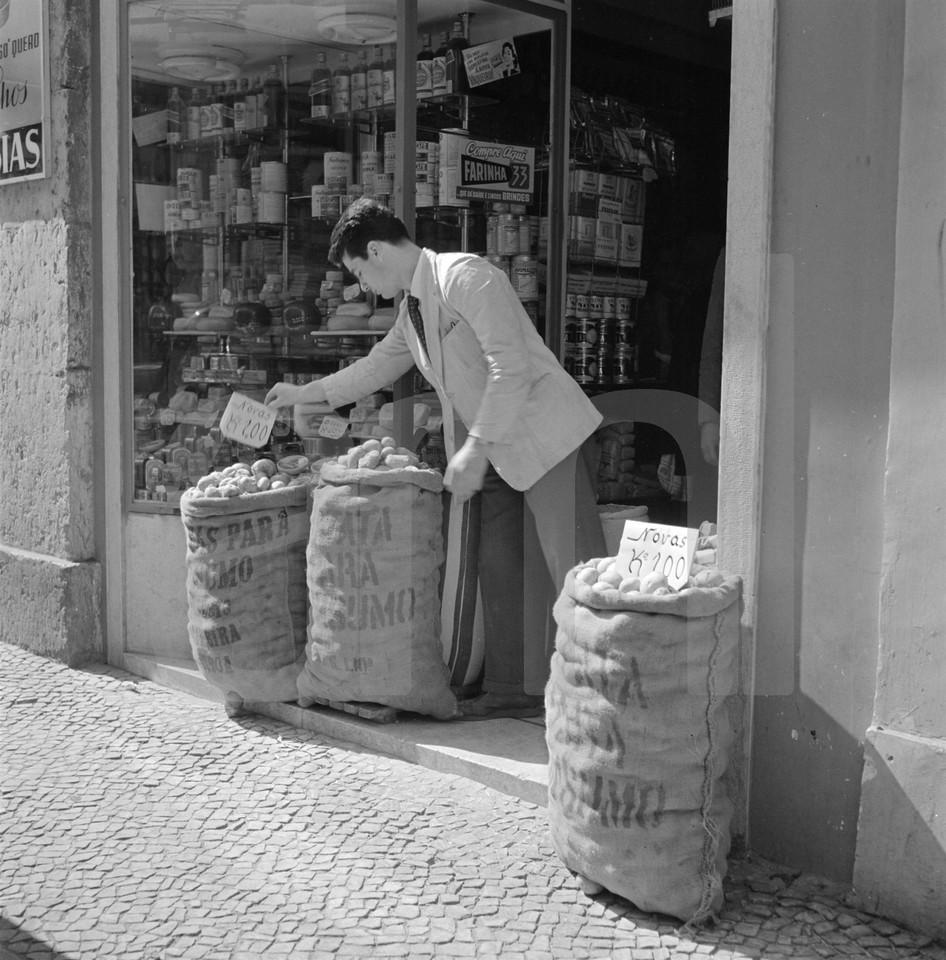 Mercearia, Lisboa (A. Pastor, c. 1960)