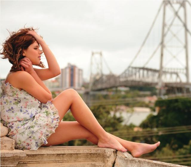 Bruna Linzmeyer (atriz & modelo).jpg