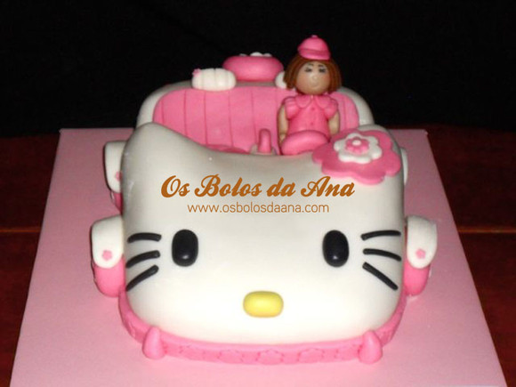 Bolo 3D Carro da Hello Kitty