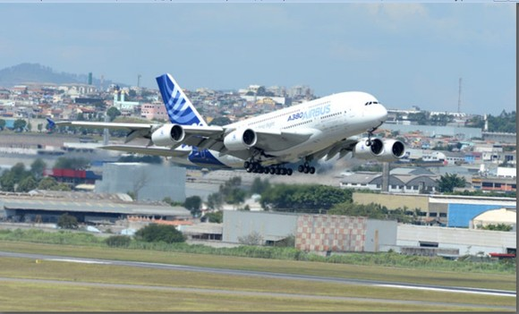 A380 decola do Aeroporto Internacional de Cumbica,